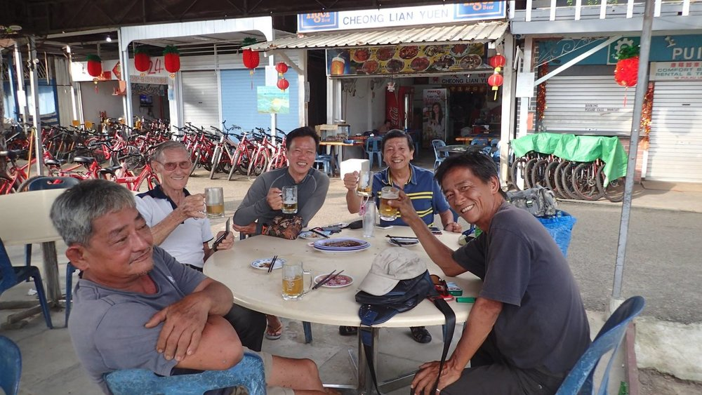 Ubin locals and kakis gather for chitchat and drinks