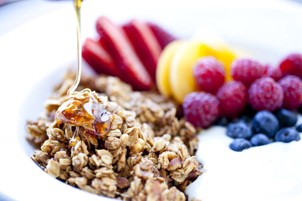GRANOLA & FRUIT