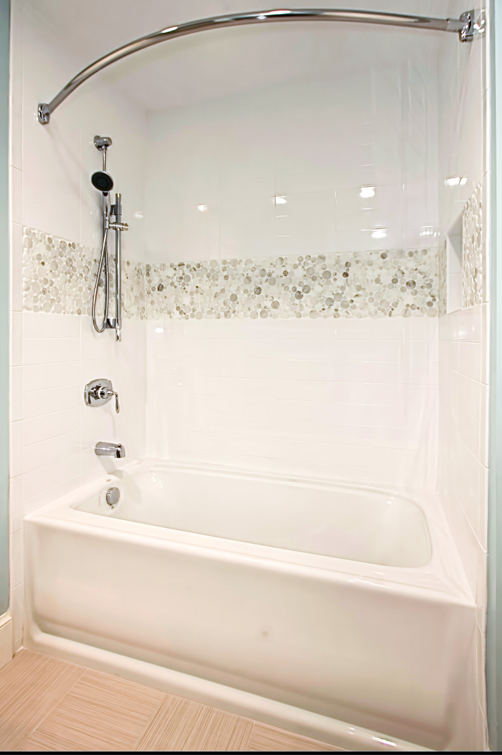 1886 Virginia Ave. - Kids Bathtub.jpg