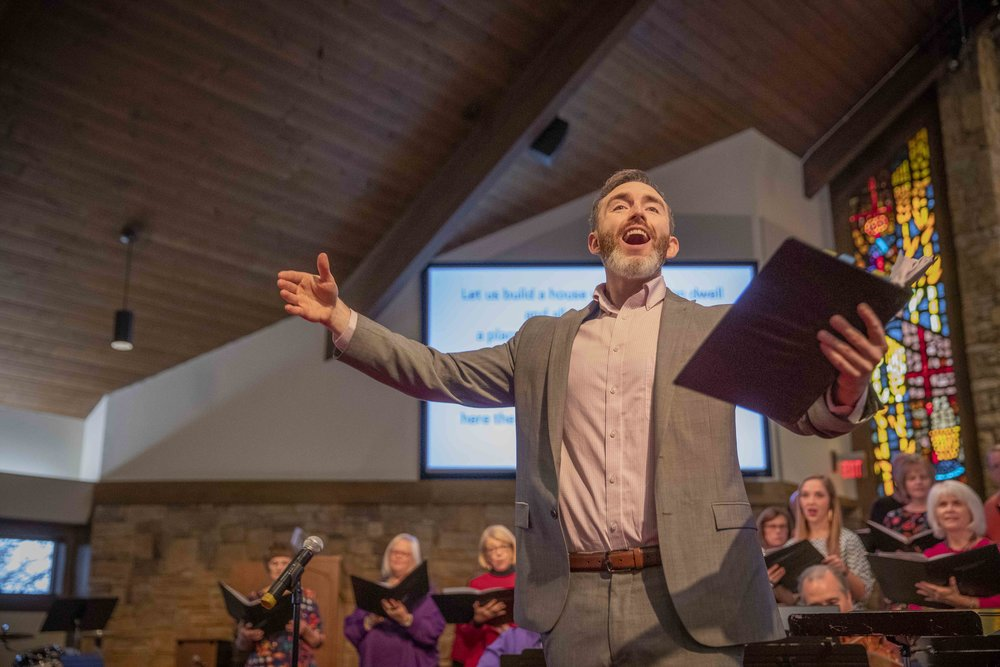 Ryan Main leads the congregation in song