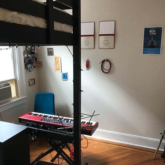 Looking for an October 15-February 9 sublet in my beautiful Jersey City apartment. $750/month, all utilities included (except internet), and very flexible on move in date. Partial bedroom and living room furnishings can be negotiated, you'd live with two clean and respectful roommates, and you'll be 30 minutes from downtown/40 minutes from midtown via the PATH. There is the potential to start a new lease with the landlord if interested. Come check it out!