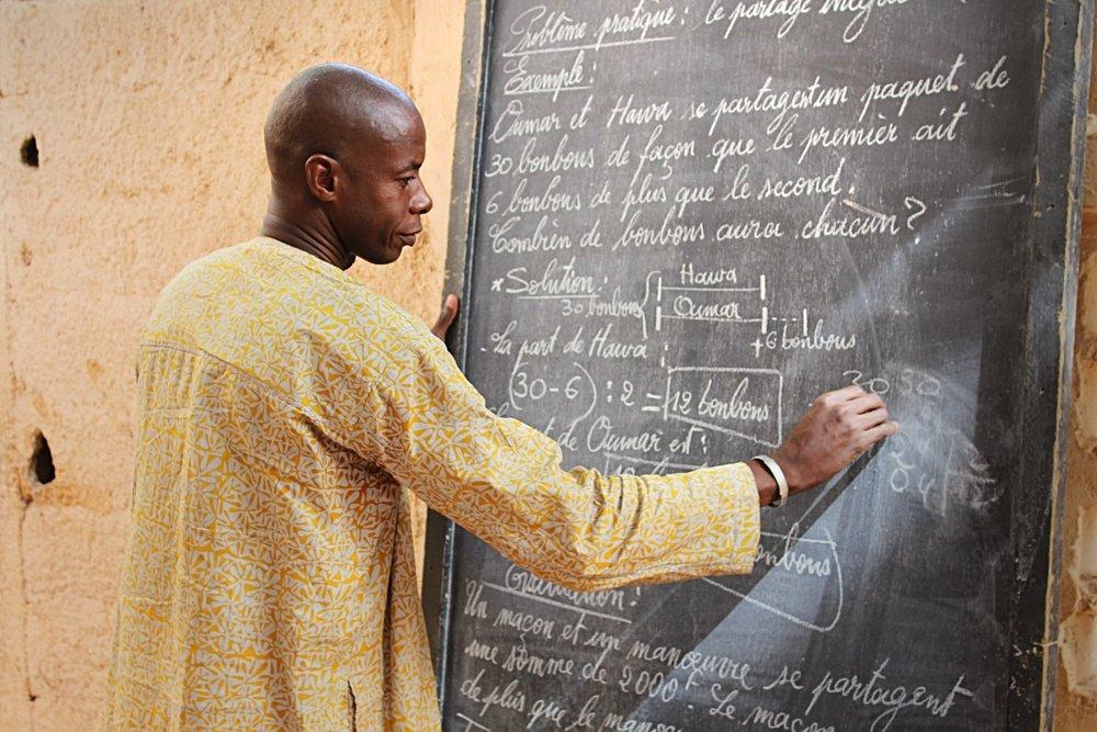 33,3% est le taux d'alphabétisation des adultes au Mali. Seulement un tiers de la population. -
