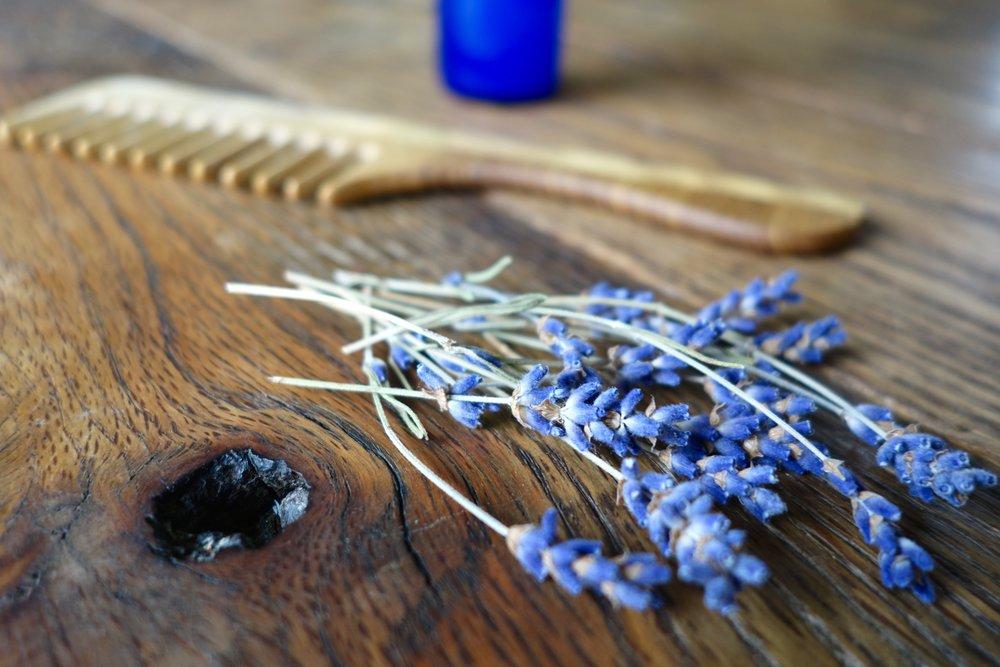 lavender - wooden comb - no 'poo