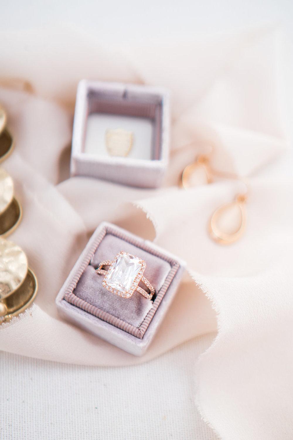 seattle-wedding-flower-design-sauvage-fleur-design-april-yentas-the-mrs-box-photo