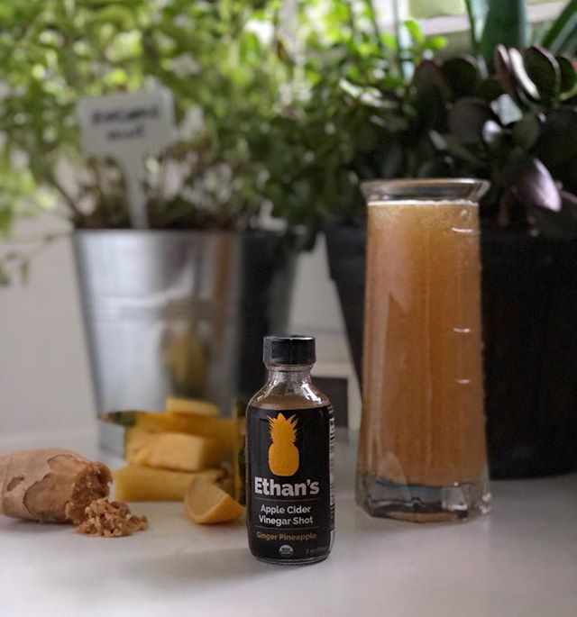 Looking for a refreshing summer spritz to stay cool and detox? Try this pineapple ginger spritz today! 1 2oz Ethan's Pineapple-Ginger shot 2 Slices of Pineapple 1 tsp Freshly grated Ginger ½ cup of Lemon Seltzer Water Top with ice and enjoy! . . . #drinkethans #takeashot #weekend #detox #acv #applecidervinegar #weekend #saturday #mocktails #refresh