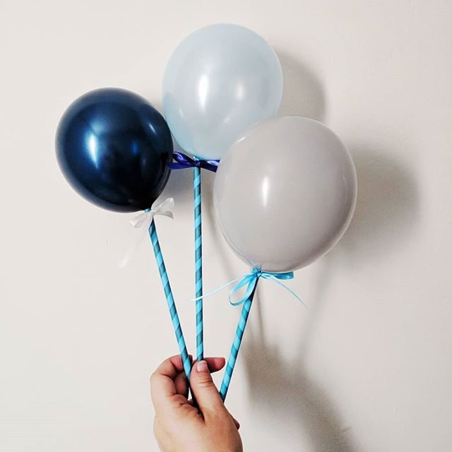 Come see our rad balloon installation this weekend during Andersonville Arts Week Sept 14-16 at 1511 W. Berwyn 🎈 We're also making a bunch of these super cute balloon pops for all the kiddos! @avillechamber