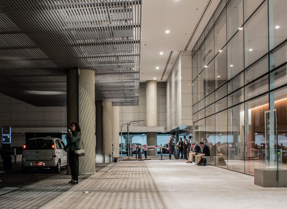 LIGHTSOURCE_Headquarters-Pinheiros_ Mingrone-iluminação_AflaloGasperini-Arquitetos _001.jpg