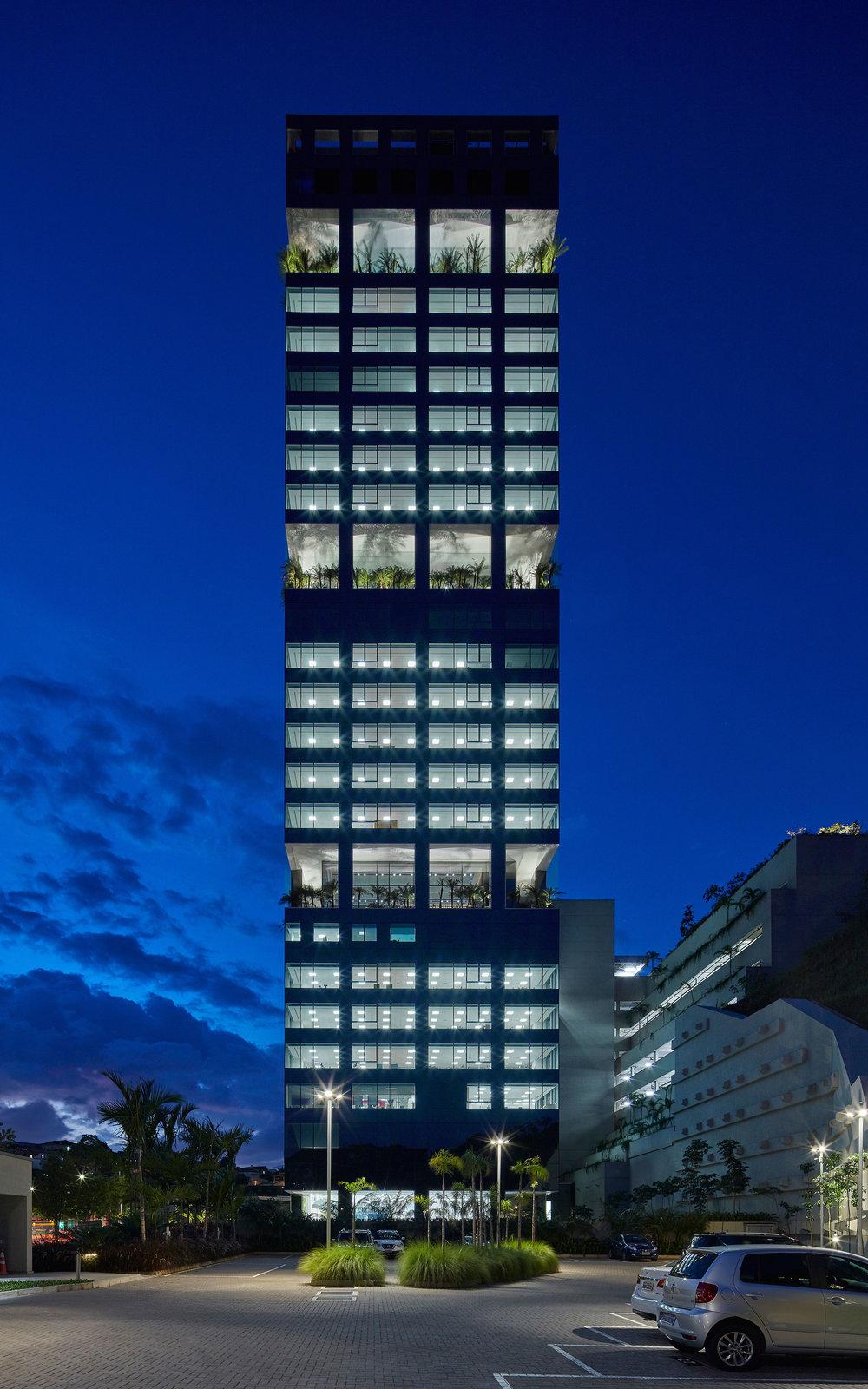 LIGHTSOURCE_Localiza-Herz-Headquarters-BH-2018_Morence-Arquitetura_Mingrone-Iluminacao_02.jpg