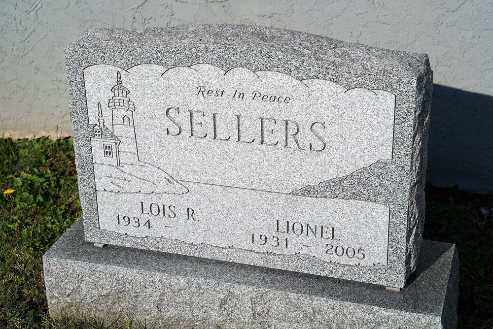 Photo of a headstone showing the date style.