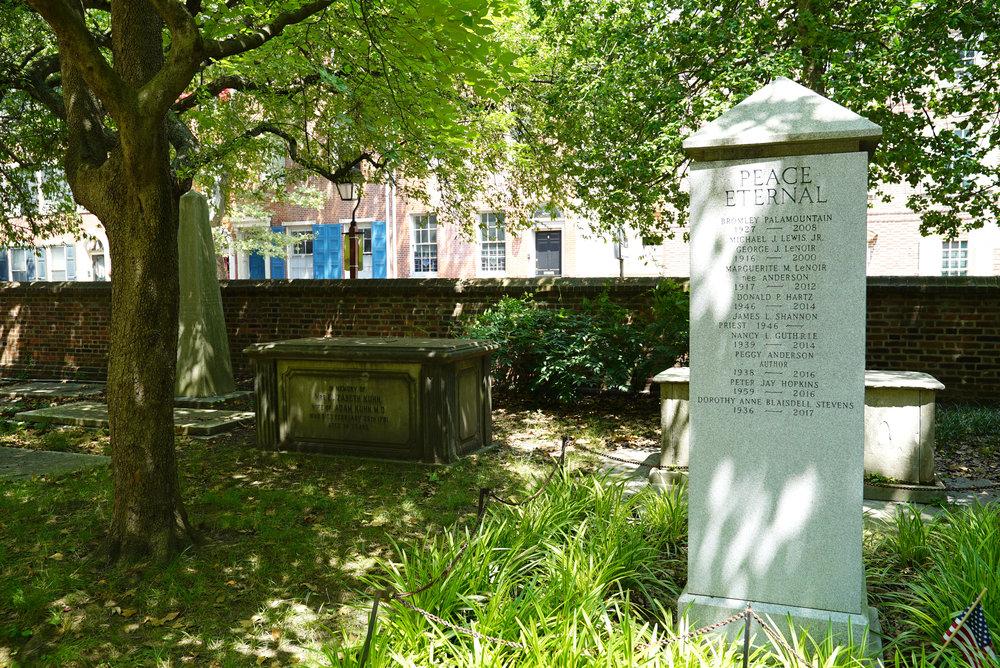 st-peters-churchyard-philadelphia3.jpg