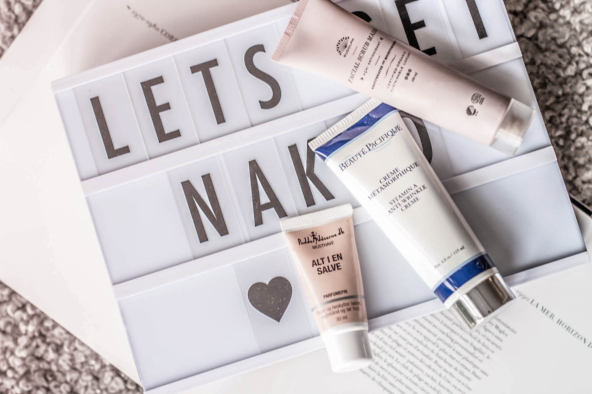 NOTION: I initially received these cremes as PR-gifts. I don't get any money to write this posts and it is beauty products I now buy on a regular basis.