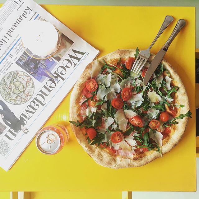 Du kan! Naturligvis! Også spise pizza mens du drikker øller.. bagt af vores nabo itzipiztipizza - bestil hos os og vi serverer den for dig med en lækker kold øl 🍕🍻