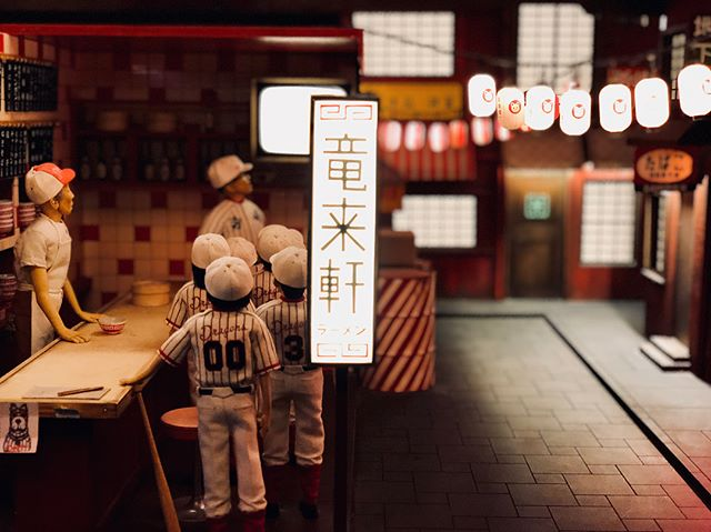 Wes Anderson's Isle of Dogs exhibition is SO COOOOL (and free 😏) Check it out! 🐕🐩🌃#isleofdogs #exhibition #setdesign #design #SOCOOL #dog