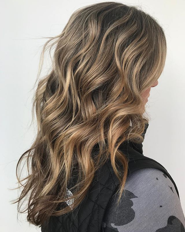 ▪️ d r e a m y  dimension ▪️ Stylist: Brittney.  #hair #annarborsalon #trichosalonandspa #goodhair #softcolor #balayage #annarborhair #annarborbalayage #dimensionalhair #hairstyles #haircolor #hairoftheday #annarborstylist #briarwoodmall #annarbor #michigansalon #colormelt #softbalayage #haircut #colorblend #paintedhair #balayaged #goals #colorenvy #nofilter @american_salon @modernsalon @bestofbalayage @hairbrained_official