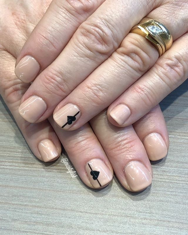 🖤 XO 🖤  Stylist: Madeline.  #nails #manicure #trichosalonandspa #annarbornails #nailinspo #gelmanicure #nailsoftheday #nailart #valentinesday #valentinesnails #trichoa2 #mani #annarborsalon #nailartist #annarbor #briarwoodmalls #a2nails #nailedit #heartnails #inspiration #nailideas #nailenvy #annarborstylist #briarwoodnails #customnails #michigansalon #goodnails #inlove #naildesign #shellac