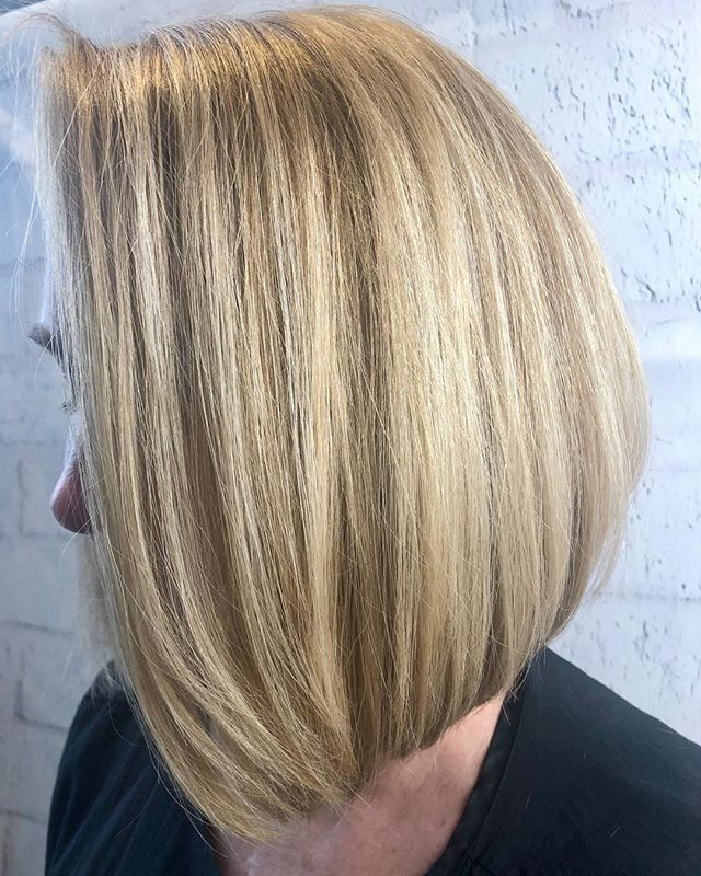 🔸 b u t t e r y  b  l  o  n  d  e 🔸  Stylist: Frelinda.  #hairgoals #blonde #trichosalonandspa #annarborhair #hairenvy #hairinspo #hair #annarborcolorist #trichoa2 #annarbor #haircolor #blondehair #annarborstylist #annarborsalon #inspiration #bobhaircut #haircut #michigansalon #goals #healthyhair #goldwellus #hairstylist #briarwoodmall #balayage #annarborbalayage #blondebalayage #hairoftheday @modernsalon @american_salon @hairbrained_official @bestofbalayage