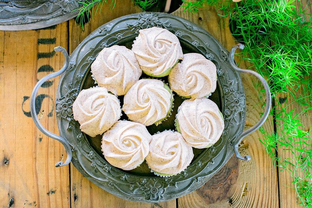 Colley Hill Farm, Dandridge TN wedding venue, East Tennessee wedding photography, styled wedding shoot, wedding cake, cupcakes, East Tennessee wedding venue, farm wedding venue