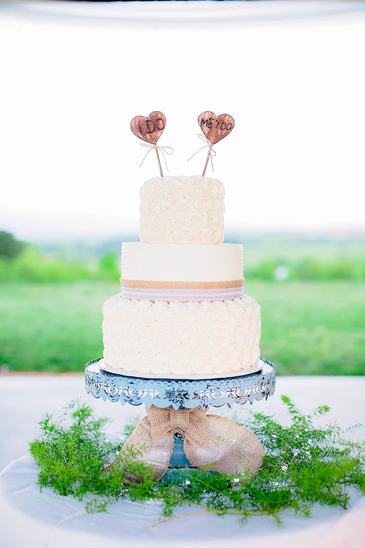 Colley Hill Farm, Dandridge TN wedding venue, East Tennessee wedding photography, styled wedding shoot, wedding cake, East Tennessee wedding venue, farm wedding venue