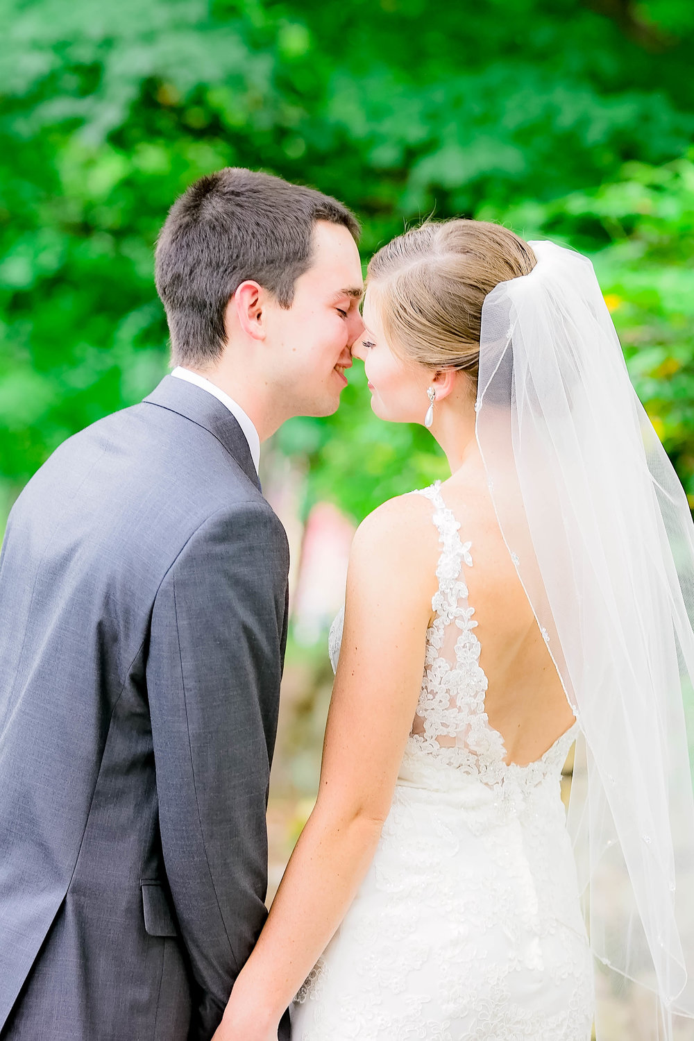 Hot Springs, NC wedding, East Tennessee Wedding photography, bride and groom kiss