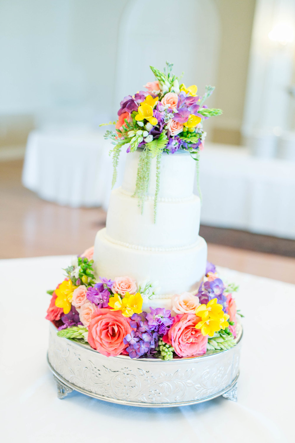Johnson City Country Club wedding, wedding flowers, florals, East Tennessee wedding venue, Tri Cities TN wedding photographer, wedding cake