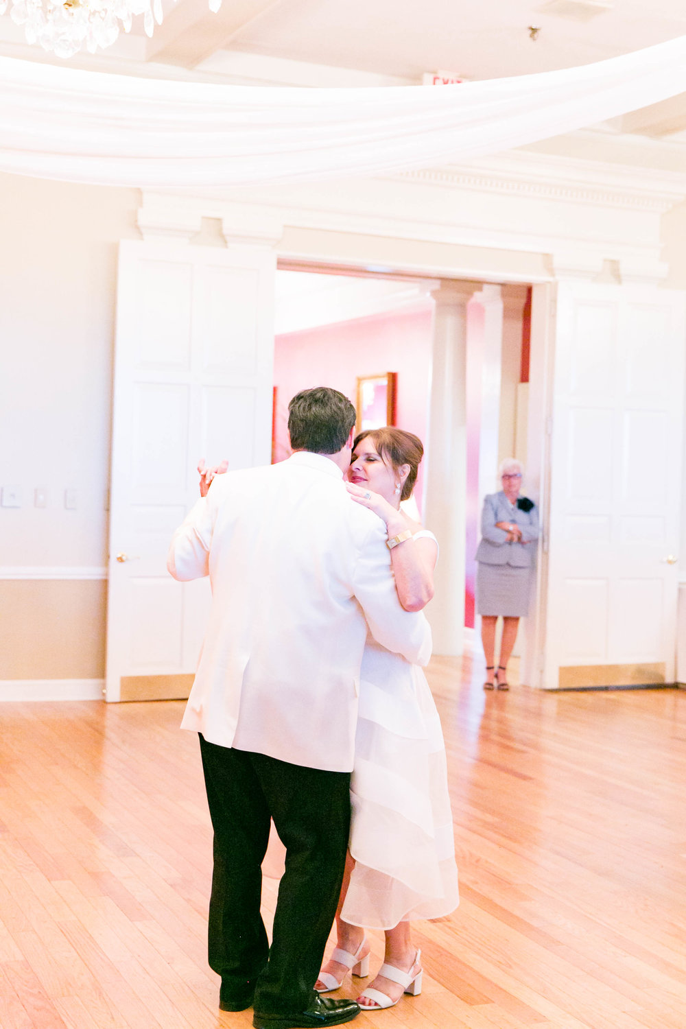 Johnson City Country Club wedding, East Tennessee wedding venue, Tri Cities TN wedding photographer, wedding reception, first dance