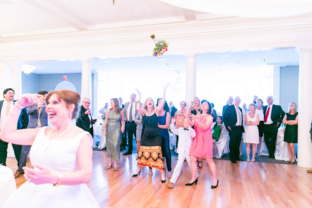 Johnson City Country Club wedding, East Tennessee wedding venue, Tri Cities TN wedding photographer, wedding reception, wedding guests, bouquet toss