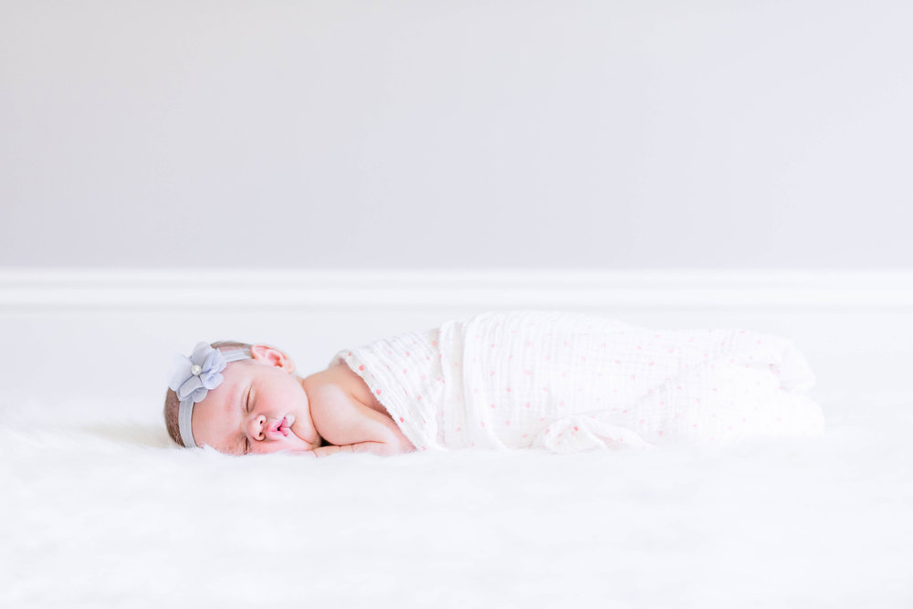 Emma Newborn_0074.jpg