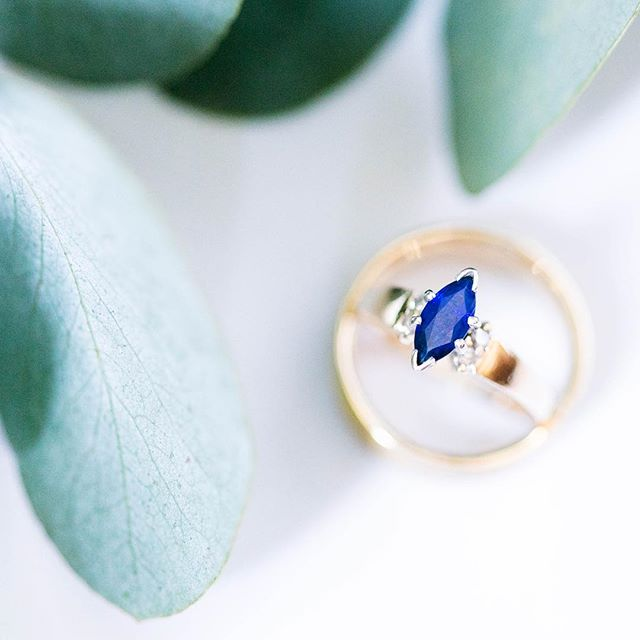 I loved this sapphire/diamond combo that the groom picked out when he proposed! Ladies, did you/do you hope to select your own engagement ring and wedding band, or are surprises your thing? I'm one for surprises myself. 😄 . . . . . #lisagoodinphotography #weddingdetails #weddingphotographer #shootandshare #thekaptureco #theknotweddings #huffpostido #shesaidyes #sandiegoweddingphotographer #socalweddings #sandiegophotographer #thatsdarling #thedarlingmovement #livethelittlethings #communityovercompetition #risingtidesociety #stylemepretty #weddinginspiration #engagedandinspired