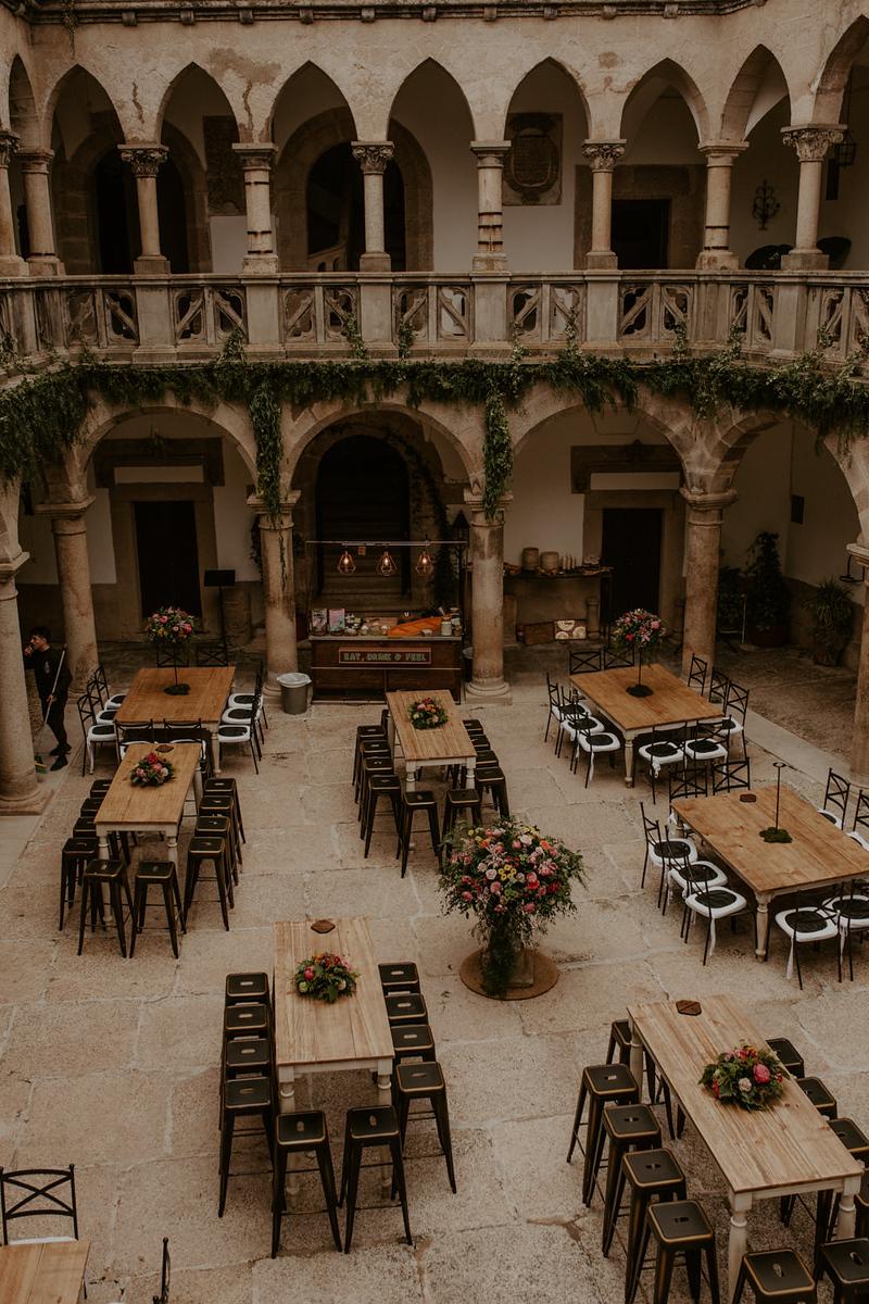 decoración de mesas en el castillo de piedrabuena, boda en badajoz, fénix visual,