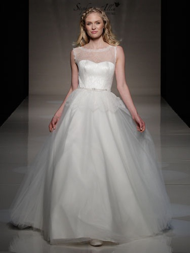 Moonlight by Stephanie Allin  Size 14/Ivory  $3,775 now $1,132.50