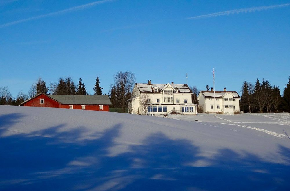Mesnabakken  , a recently restored an old pension. From here you may cross country ski to our location!
