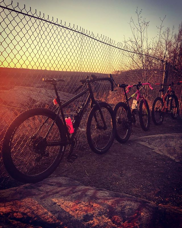 Sunset ride. Light in the woods until 5:15! #salsafargo #allcityelectricqueen  #rideyourassoff #thebackwoodsbros