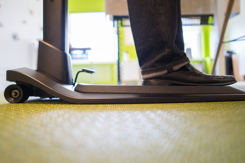 The built-in anti-fatigue mat lends extra relief to the body when working standing up