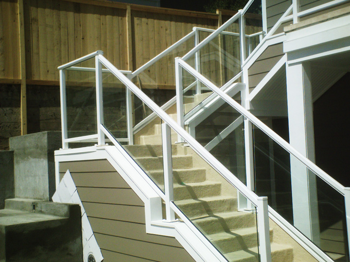 Glass-Railing-Residential-Photos-1.jpg