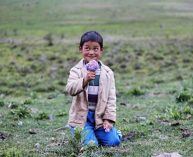 His happiness is contagious 🌸 Read our Ode to Bhutan poem blog (link in bio) It is a collection of poems inspired by enchanting valleys and beautiful humans of Bhutan and written by our #loudminds 📸 @theknowntales . . . #travel #journey #travelgram #adventure #loudminds #travelgoals #happiness #kidsofinstagram #culture #bhutan #natgeotravel #igtravel #photography #love #wanderlust #instatravel #roadtrip #view #vacation #instagood #igtravel #traveling #flower #travelphotography #homestay #photooftheday #cute