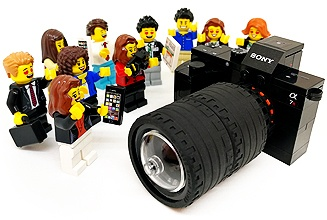 minifigs-crowd-around-camera.jpg