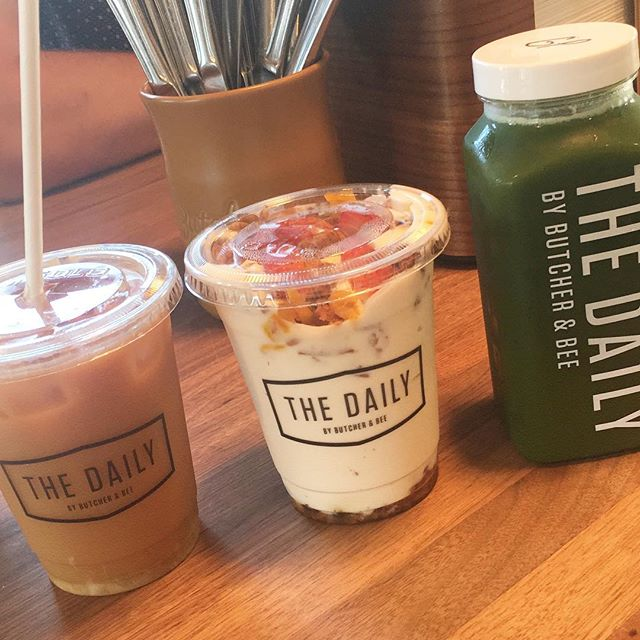 Cutest little breakfast spot in Charleston with the most amazing coconut cold brew! 🐝🍃 #thedaily #charleston