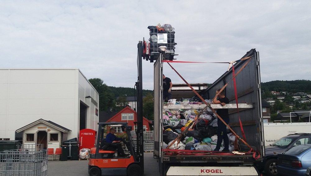 Ny forsendelse til Fretex - I løpet av august 2017 har Astero sendt over 47 tonn med brukte klær til sortering hos Fretex. Det tilsvarer ca 2,5 fulle semitrailere.