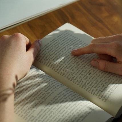 Verso books support migrants