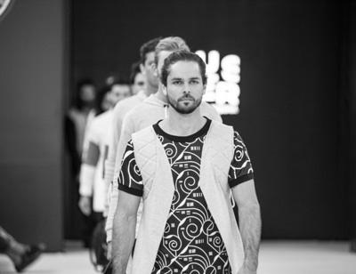 Buster  BUSTER es una marca creada por Carlos Barriere, quién busca llenar una brecha en la industria de la moda con su propia visión.   Facebook Page