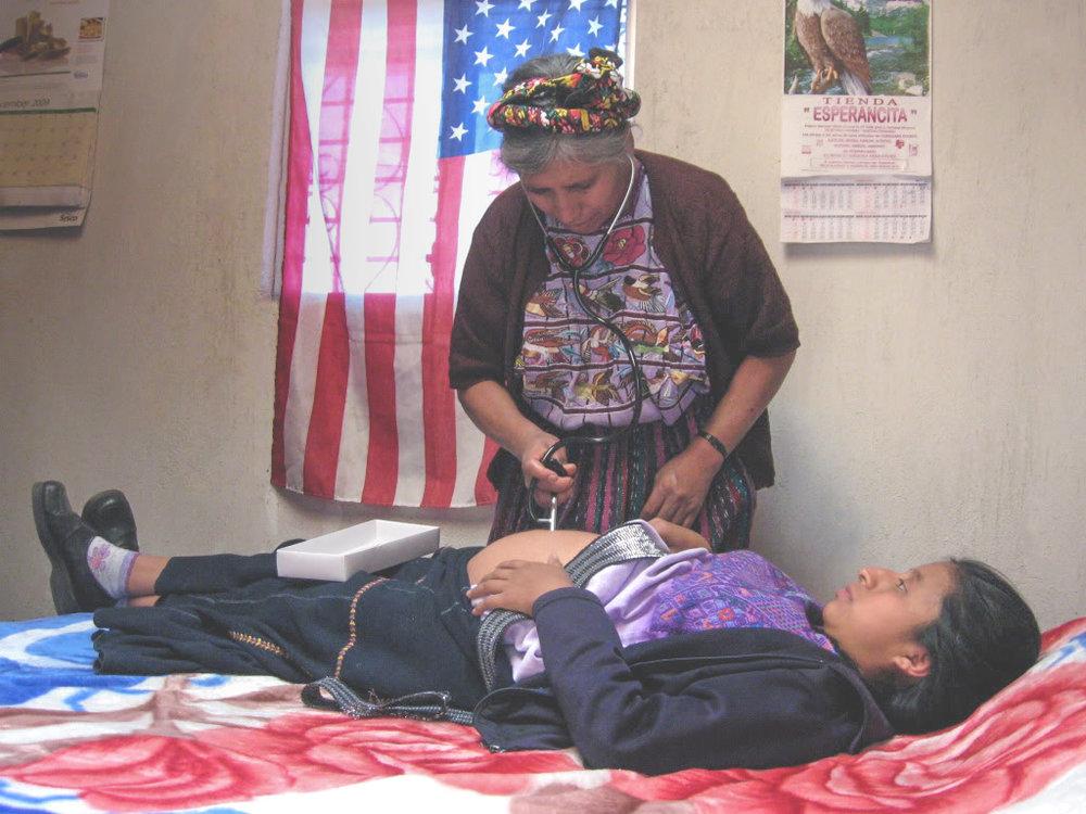 Salud Maya - Este programa nos permite reforzar las prácticas de medicina maya y preventiva mediante el aprovechamiento de nuestros recursos y conocimiento mayas.