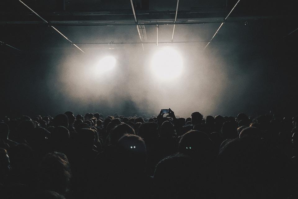 crowd-789652_960_720.jpg