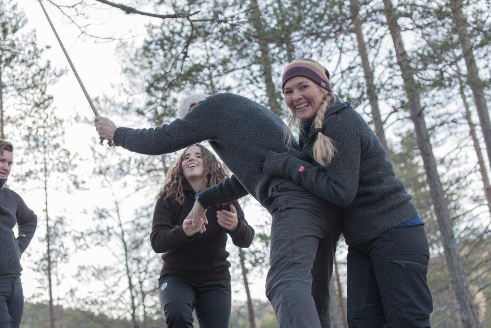 KLASSISK teambuilding  Praktiske øvelser som går på å samarbeide på forskjellige måter. Gjennomføres i skogen eller på tunet avhengig av vær, ønske og antall.