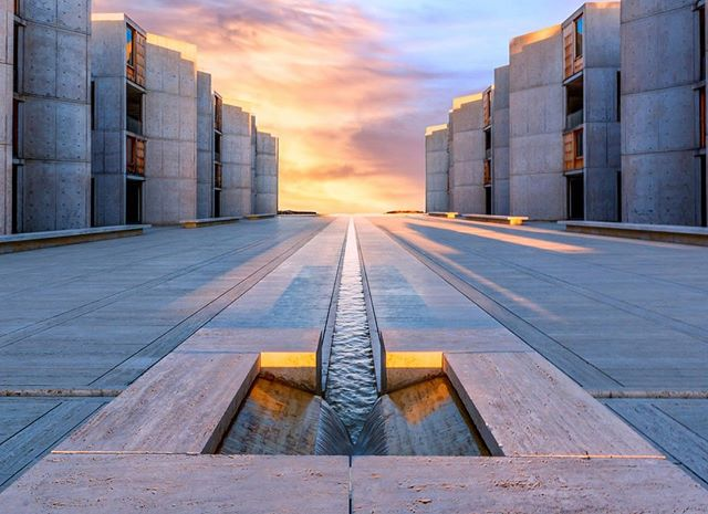 AbbeyMeditation: Architect: Louis Kahn /@salkinstitute of Biological Sciences (1965). The client was Jonas Salk, the physician who developed the polio vaccine. It's a structure that represents the test of time and represent peace and tranquility. The experience within the building encourages meditation and can be spiritually transforming.