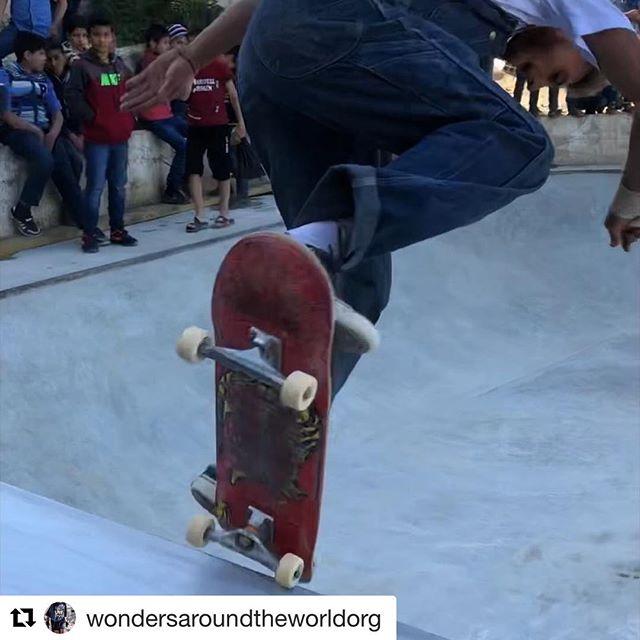 #Repost @wondersaroundtheworldorg ・・・ Qudsaya Skatepark - Syria 🕊🕊🕊 @soschildrenvillagessyria @skateaid @systematze @lait_o_poulet @gabudosantos @elliott_auffray @schorevolker600 @mangehunde