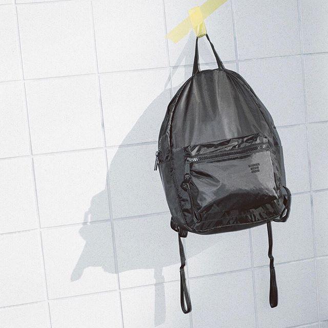 #Repost @herschelsupply ・・・ Elevated classics. The Studio HS6 Backpack offers effortless style for everyday wear. #handilsgøtan
