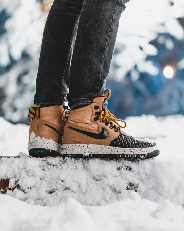 Winter kicks ❄️ Here you go with more lifestyle pics 😂 gotta say thanks to my gf @gcodruta26 cus she took the pic and turned out super cool 💥 Also, not sponsored by anyone this time but these shoes are just perfect, they're super warm, waterproof and feel comfortable AF. Well it says AF on them 😂 Honestly wanted them for the style and when I heard they're also so good for winter I got them.  Idk what happened honestly, we got from 8 degrees and sunny to all out winter with roads closed and no electricity to nearly 60 000 homes. So hope things get back to normal around here. Do you like winter?