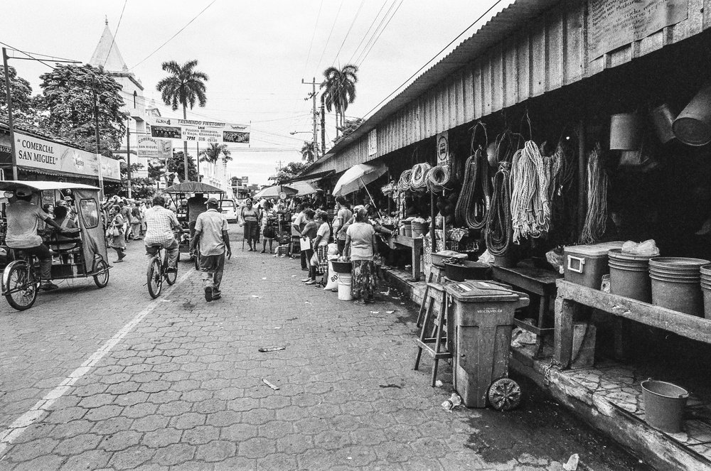 Mercado Central, El Viejo. Nikon F2, Ilford HP5+