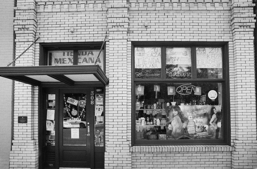 Tienda, Dayton, Oregon. Kodak TMax 100