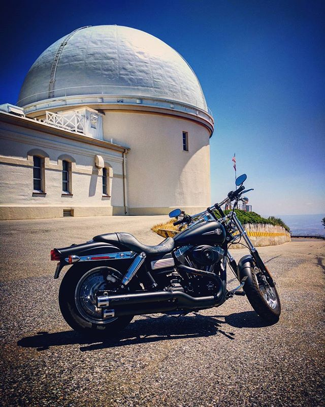 Telescopes are conduits to the Cosmos, as are motorcycles to remind us to live on the edge. . . #SLYRAWD #harleyDavidson #fatbob #fatbobs #harleyFatbob #blackHarley #motorcycle #motorcyclediaries #harleylovers #harley #harleys #harleyRider #ride #harleyDavidsonMotorcycles #harleyLife #harleysOfInstagram #harleydavidsonnation #harley_davidson #ridetothewest #goldenstate #californialovin #california #bayarea #sanfrancisco #sfliving #photooftheday #instagood #visitsanfrancisco #mthamilton #passagetocosmos